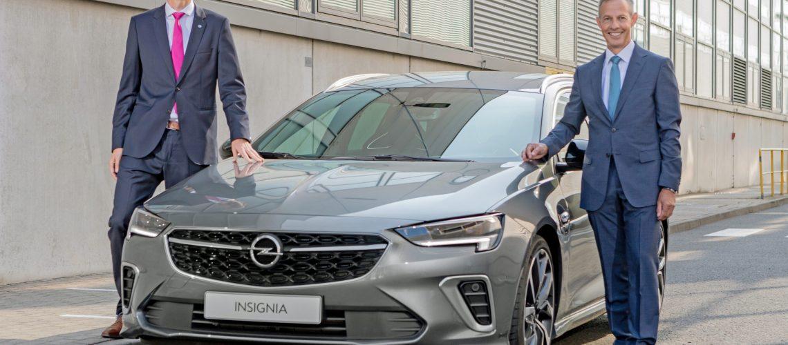 SORP Opel Insignia MCM im Werk Rüsselsheim - 11. September 2020 - Links Oberbürgermeister Udo Bausch, rechts CEO Michael Lohscheller